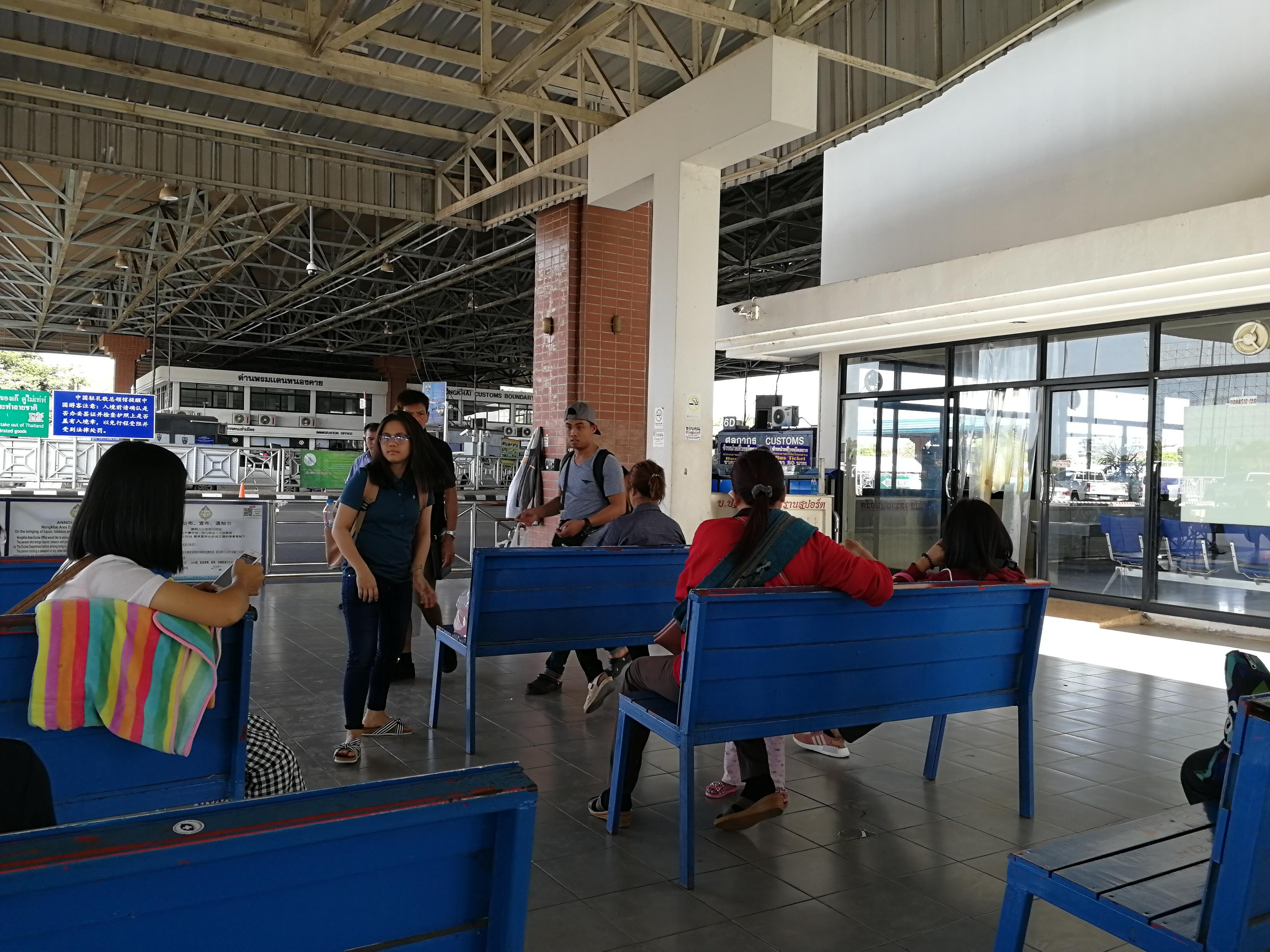 Salle d'attente après la frontière de sortie de Thailande